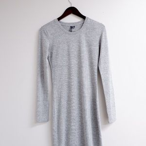 GORGEOUS FORM FITTING GREY DRESS